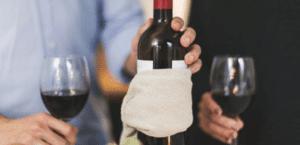 conjunto de botellas de vino con arancel